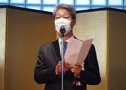 President,CEO TAKEUCHI Kazuhiro delivers a message upon completion